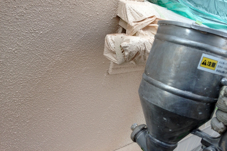 ひび割れ補修と外壁塗装(モルタル)