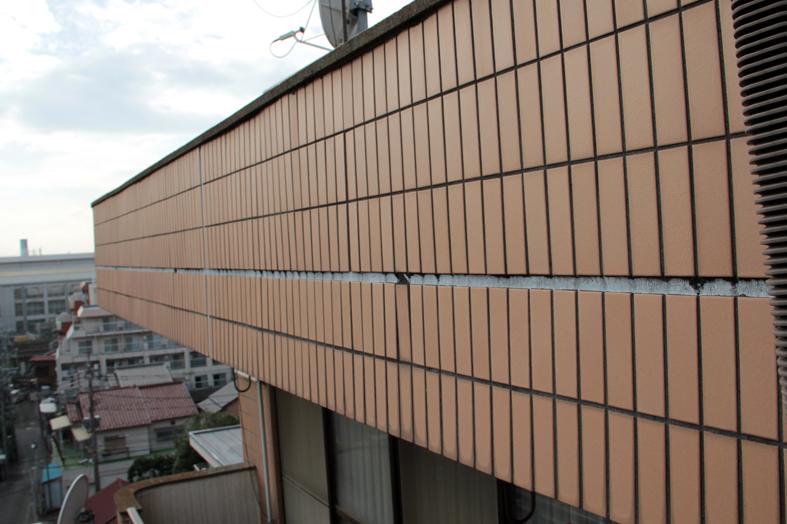 タイル外壁の伸縮目地・窓回りのコーキング打替