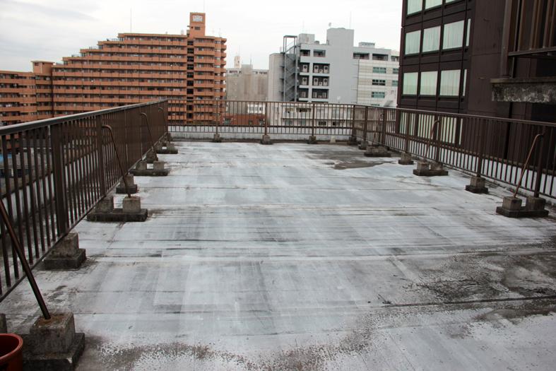 屋上シート防水を通気緩衝工法でウレタン塗膜防水に
