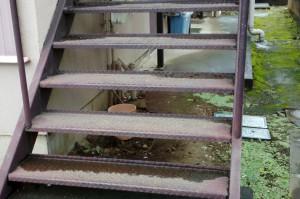 鉄骨階段の錆-さいたま市(アパートの屋根塗装、外壁塗装、鉄骨階段塗装)
