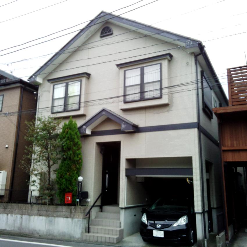 スレート屋根塗装、サイディングをツートンカラーに塗り分け、ベランダ防水塗装