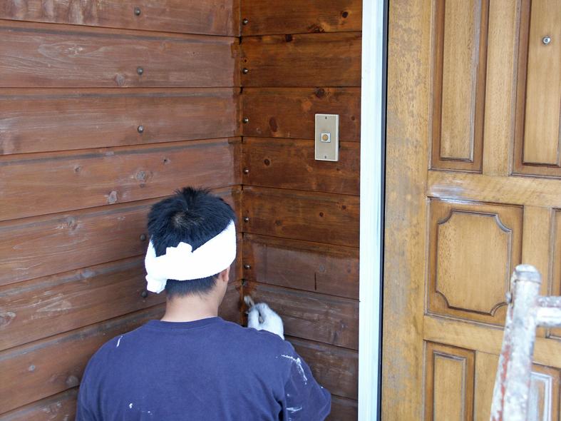 伊奈町で、玄関周りの木部塗装