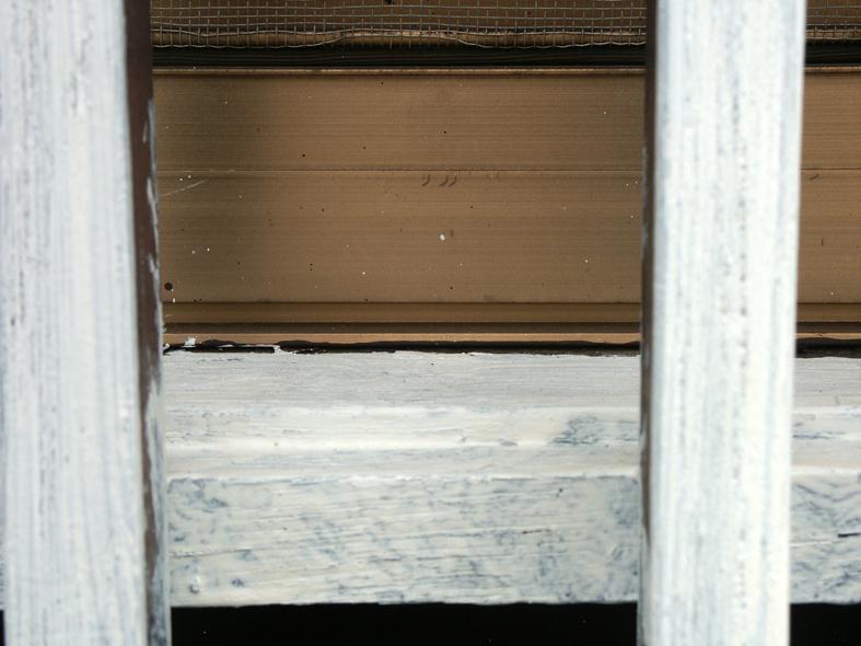 伊奈町の、木造家屋で木部塗装-鎧戸、面格子、縁台