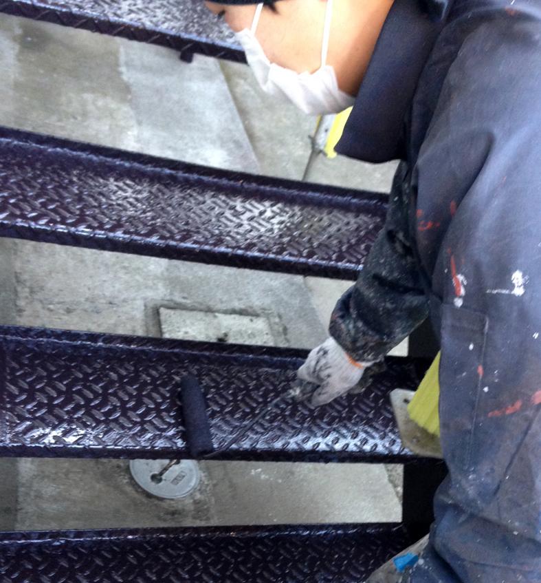 鉄骨階段、雨戸、面格子等の鉄部塗装