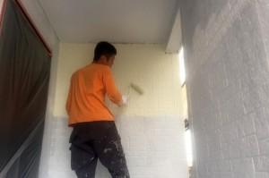 屋根の中塗、上塗と外壁中塗り-さいたま市西区H様邸