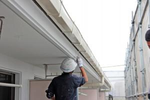 横樋の塗装-さいたま市北区、Fマンション塗装工事