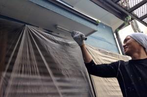 軒天塗装、外壁の下塗-さいたま市西区、U様邸の塗装工事
