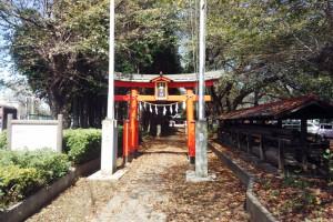 塗装工事の合間に-さいたま市岩槻区、笹久保八幡神社