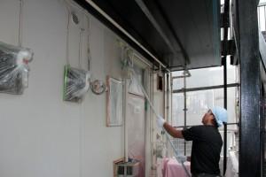 軒天塗装が完了、外壁は中塗まで-さいたま市北区、Kアパート、塗装班