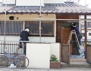 玄関回り塗装-伊奈町、F様邸(外壁塗装、クラック補修、木部塗装)