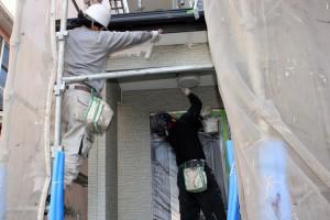 外壁塗装の下塗と軒天塗装-さいたま市南区、KA様(外壁塗装、屋根塗装、コーキング打替)