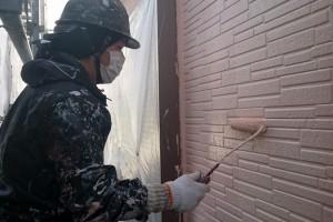 外壁塗装と下屋根の中塗が完了-さいたま市見沼区Y様(屋根塗装、外壁塗装、ベランダ防水塗装、コーキング打替)
