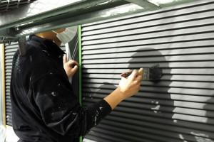 大屋根塗装と雨戸塗装が完了-さいたま市見沼区、Y様邸(屋根塗装、外壁塗装、ベランダ防水工事)