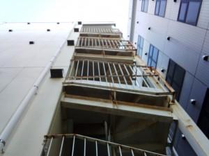 さいたま市浦和区のマンションで、鉄骨階段塗装の現状調査
