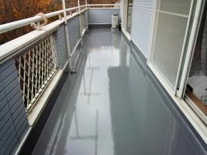 ベランダウレタン塗膜防水工事でゴミ除け取付-さいたま市緑区K様邸