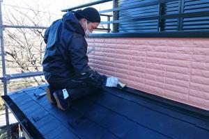 さいたま市緑区のKA様邸で下屋根の仕上げ塗装