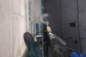 さいたま市南区のS様邸で、外壁塗装のための高圧洗浄