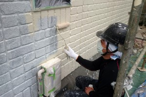 さいたま市見沼区のSA様邸で外壁塗装が中塗まで進捗
