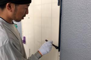さいたま市北区の賃貸マンションで通路の手摺やドアの塗装