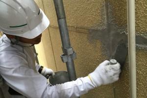 さいたま市西区、S様の複合ビルで外壁塗装のためのひび割れ補修の続き