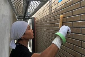 さいたま市南区のY様邸で外壁塗装の中塗が完了