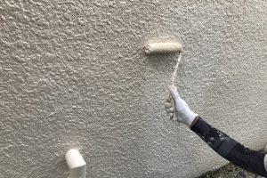 さいたま市北区、Sビルの外壁塗装は上塗に着手
