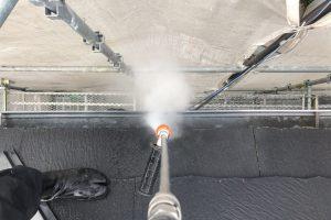 さいたま市緑区、H様邸の屋根塗装、外壁塗装、コーキング打替とベランダ防水トップコートのための高圧洗浄