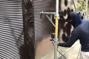 さいたま市西区、K様邸で雨戸の吹付塗装