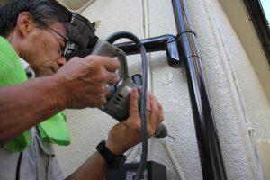 さいたま市西区、K様邸の屋根塗装、外壁塗装に伴う電気メーター板の取付