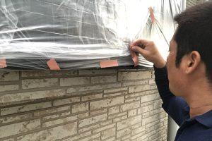 さいたま市緑区、H様邸で屋根塗装、外壁塗装のための養生