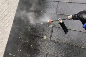 さいたま市見沼区、K様邸で屋根塗装と外壁塗装のための高圧洗浄