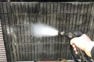 さいたま市緑区、N様邸で外壁塗装のための高圧洗浄
