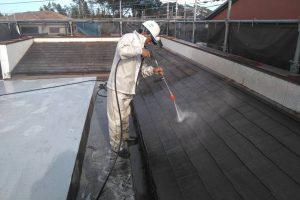 さいたま市見沼区のS様邸で屋上防水と外壁塗装のための高圧洗浄