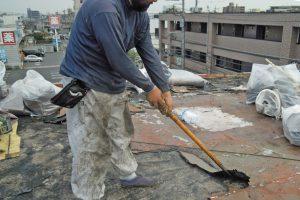 さいたま市北区、Nマンションの防水工事はアスファルトの撤去