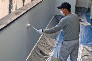 さいたま市緑区、N様邸で外壁塗装は上塗に着手