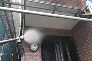 さいたま市浦和区のN様邸で屋根塗装、外壁塗装、ベランダ防水トップコートとコーキング打替のための高圧洗浄