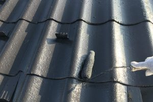 さいたま市大宮区、N様邸で屋根の上塗と外壁の中塗