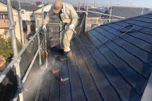 さいたま市見沼区のS様邸で外壁塗装と屋根塗装のための高圧洗浄
