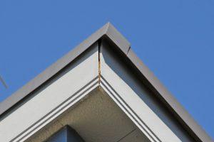 上尾市のK様へ屋根塗装と外壁塗装、コーキング打替、ベランダ防水の見積説明