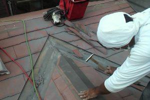 さいたま市浦和区のU様邸で屋根葺替と外壁塗装が進行中