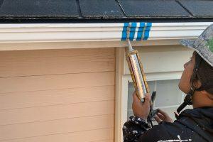 伊奈町のN様邸で屋根塗装や外壁塗装の前のシーリング