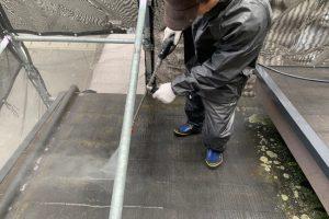 さいたま市岩槻区、I様邸の屋根塗装と外壁塗装のための高圧洗浄