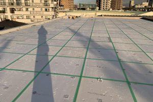 さいたま市桜区、Nアパートで屋上防水のための下地処理完了