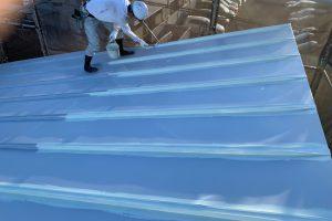 さいたま市浦和区、N様の歯科医院で屋根塗装と外壁塗装が順調に進捗